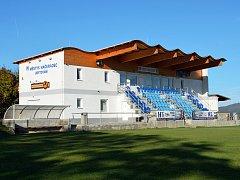 Nejlepší zázemí vytváří podle vybraných rozhodčích SK Načeradec, jenž má novou tribunu, navíc je vidět i na horu Blaník. Jen škoda, že se tam převlékají hráči v nejnižší třídě.