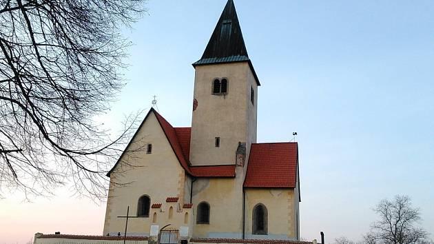 Kostel sv, Jakuba a Filipa na Chvojně.