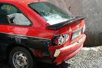 Seniorku srazil červený Ford Escor. Ilustrační foto.
