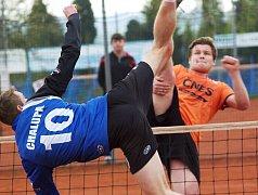Ani výborný výkon nováčka Tomáše Hanuše (v oranžovém) ve druhé trojici nestačil na bodový zisk v utkání Šacungu se Vsetínem.