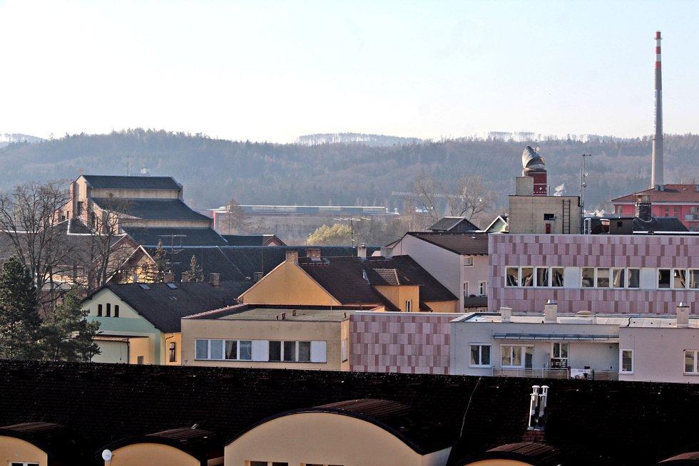 Benešov při pohledu ze střechy kostela sv. Anny - střechy pivovaru.