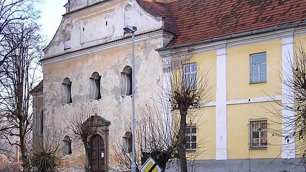 Votice klášter sv. Františka z Assisi zakoupily od Provincie bratří Františkánů v létě roku 2012 a od té doby připravovaly jeho využití a zpřístupnění široké veřejnosti.