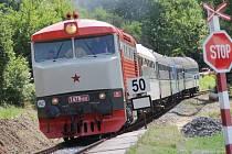 Zvláštní neveřejný vlak do Sedlčan stavěl pouze ve Štětkovicích kvůli křižování.