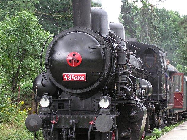 Parní lokomotiva zvaná Čtyřkolák.