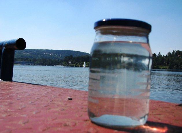 U Měřína, Nová Rabyně a na Nové Živohošti má Vltava zhoršenou jakost vody se zvýšeným výskytem sinic.