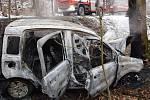Řidiče z havarovaného vozidla zachránili svědci nehody.