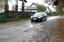 Prašná cesta v obci Čtyřkoly bude již brzy průjezdná pouze pro občany, kteří po ní jezdí ke svému domovu.