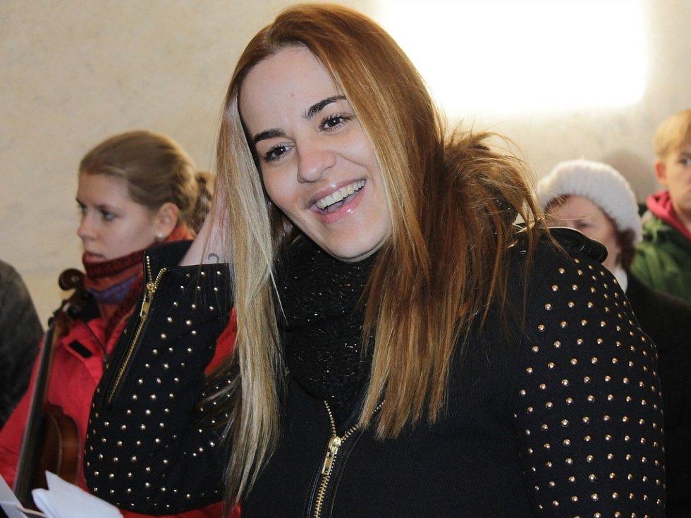 Leona Gyöngyösová při Staročeských Vánocích u sv. Jakuba a Filipa na Chvojně.