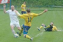 Vodní pólo se místo fotbalu hrálo v Hořovicích.