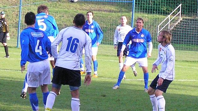 V zápase Marily Votice s Milevskem se hra většinou odbývala uprostřed hřiště.