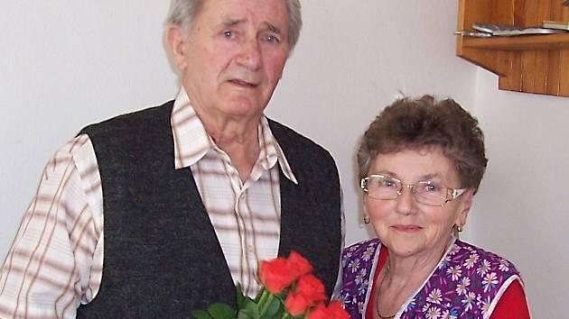Josef Němec při oslavě narozenin se svou manželkou Miluší.