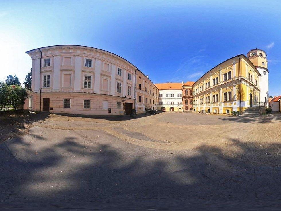 Panoramatické pohledy na vlašimský zámek