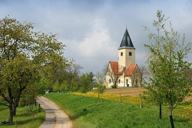 Momentky z připomínky 800. výročí kostela sv. Jakuba a Filipa na Chvojně.