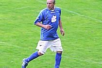 Vasyl Kanchiy se v 53 letech prohání po fotbalovém hřišti v dresu Ostředka.