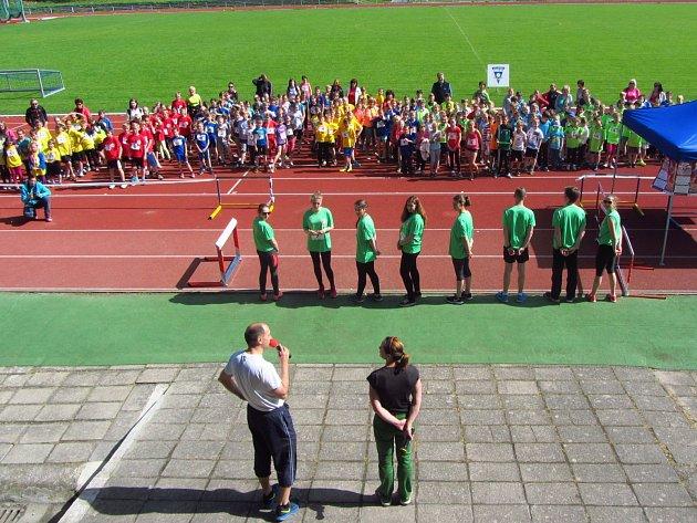 Slavnostní zahájení krajského kola štafetového poháru s proslovem Martina Svobody a Ludmily Formanové.