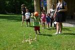 Děti si u Čínského pavilonu vyzkoušely nejen lanovou dráhu, ale také různé soutěžní disciplíny či netradiční bubny.