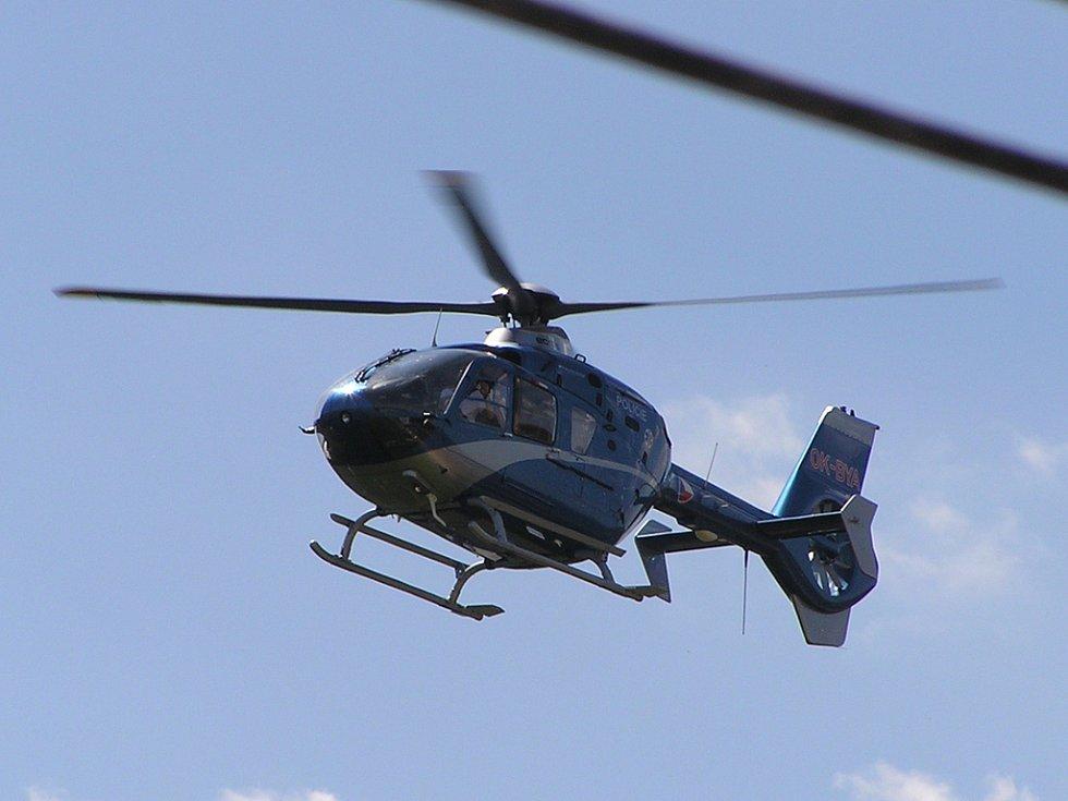 K místu nehody byl přivolán i vrtulník rychlé záchranné služby