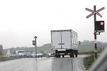 Na nechráněných přejezdech se kupodivu stává méně nehod. Nejvíce jich je u křížení zajištěných výstražnými světly.