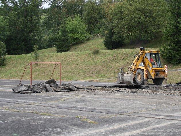Už na konci listopadu by mělo být hotové nové minihřiště u benešovského zimního stadionu.