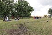 VlčkoviceFest stále pokračuje. Teprve až v neděli ráno se přítomní rozloučí bohoslužbou pod širým nebem.