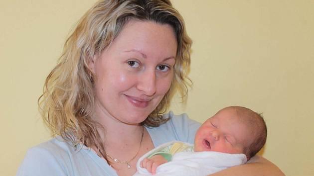 Malá Klára se narodila 28. února v 3.55. Sestřičky v porodnici jí navážily 3,09 kilogramu a naměřily 49 centimetrů. Z holčičky se radují manželé Martina a Jan Dohnalovi. Doma v Bystřici má brášku Vojtu (3,5).