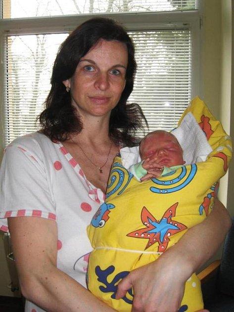 Dcera Tereza se 28. března v 19 hodin narodila Pavlíně a Janovi Hrabíkovým. Terezka po porodu vážila 3,45 kg a měřila 48 cm. V Miličíně jí postýlku chystá sedmnáctilétá sestra Monika.