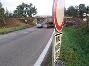 Motoristy na uzavírku podjezdu pod železnicí upozorní dopravní zančení.