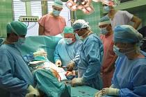 Operace kyčelního kloubu.