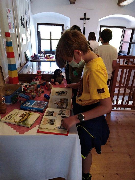 Pohádkové putování žáků základní školy Trhový Štěpánovpo Muzeu Štěpánovska.