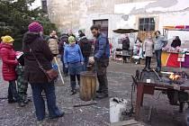 Hlavním cílem originálního jarmarku je získat dotace na otevření Čajovny Pod Moruší v Benešově.