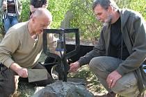 Na Slánské hoře byla po letech obnovena naučná stezka. V sobotu se při jejím otevření sešla řada Slaňáků a milovníků přírody.