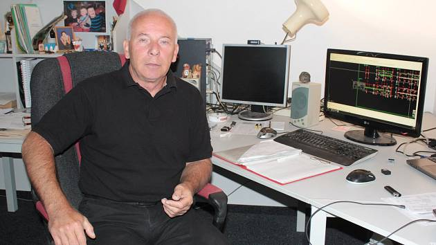Jaroslav Hlavnička ve své projektantské kanceláři.