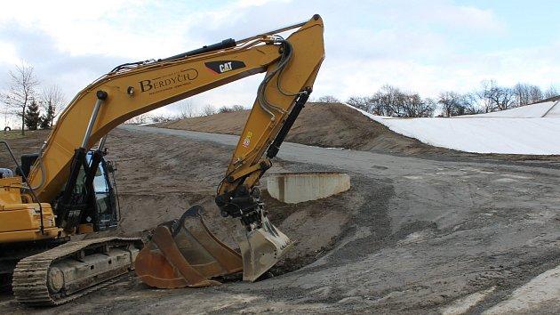 Investorem výstavby dvou boxů skládky a překladiště druhotných surovin byla votická společnost Compag.