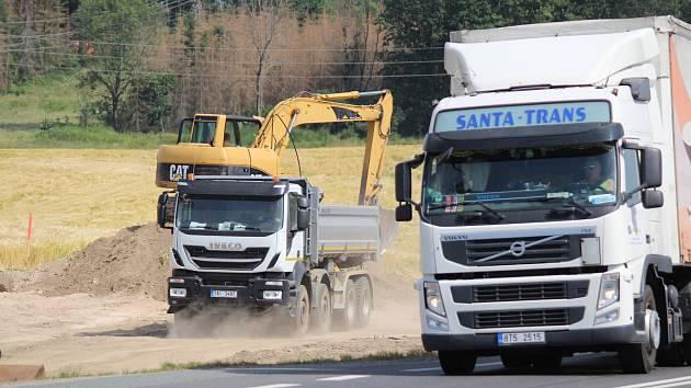 Nový kruhák U Topolu má zvýšit bezpečnost i plynulost doprav.