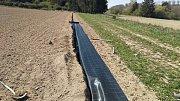 Opatření proti suchu: jednoduché mechanické opatření bránící erozi zemědělské půdy při přívalových srážkách