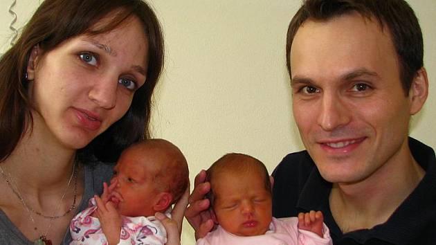 Radost z dvojčátek mají Kateřina Bergerová a Eugen Jaroš ze Světic. Amálka (2,44 kg, 46 cm) se narodila 26. února ve čtvrt na deset ráno a její setřička Julinka (2,66 kg, 47 cm) o jednu minutu později.