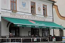 Benešovská restaurace s předzahrádkou.