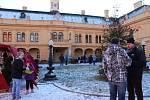 Tradiční vánoční jarmark se konal na zahradě i v interiéru Integrovaného centra sociálních služeb Odlochovice.