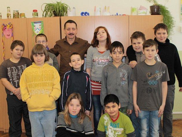 Miloslav Hořejší je svým žákům nejen pedagogem, ale často i rodičem a psychologem.