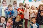 Děti z mateřinky MiniSvět poznávaly život šneků.