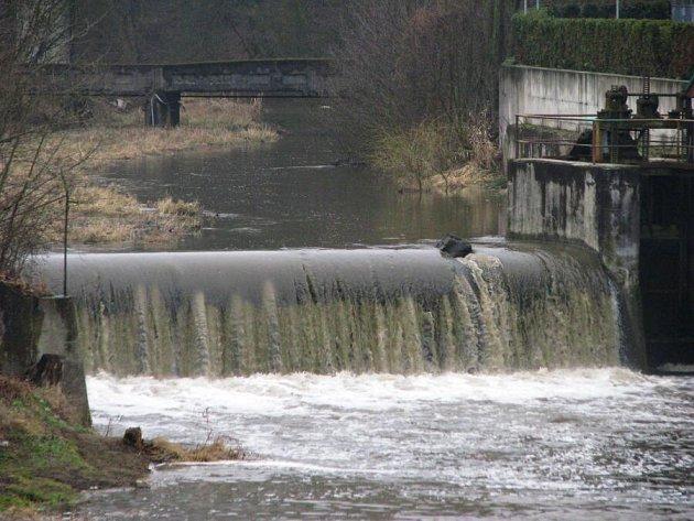 Sázavě v Nespekách scházelo v neděli 1. března 76 cm k prvnímu povodňovému stupni aktivity