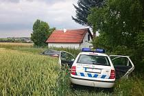 Celnící pronásledovali Slováka s látkou pro výrobu pervitinu v autě po poli.