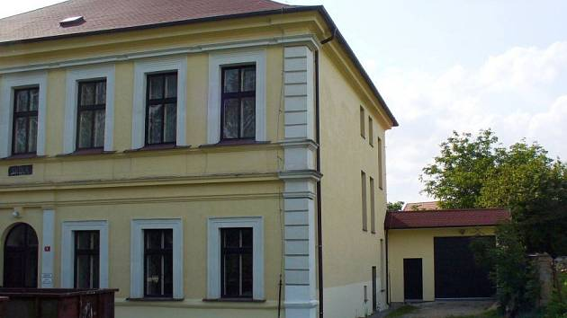 Jednou z třiapadesáti obcí, které má Benešov ve svém správním obvodu obce s rozšířenou působností jsou i Řehenice. Ty získaly od kraje prostředky na přístavbu skladových prostor pro Obecní úřad