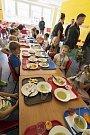 Děti u oběda