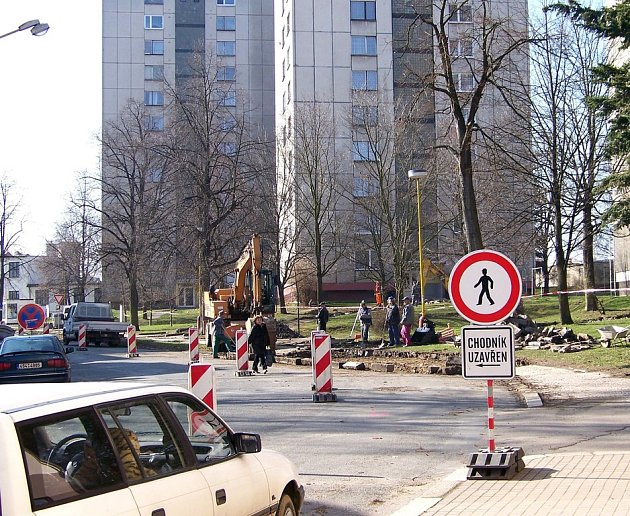 Vlašim. Projet i projít Masarykovou ulicí se dá, chce to jen pozornost