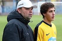 Manažer a trenér Poříčí nad Sázavou Petr Lacina (vlevo).