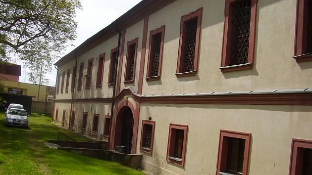 Nevyužitý zámek a park v Načeradci jde ve středu 6. března v 10 hodin do dražby.