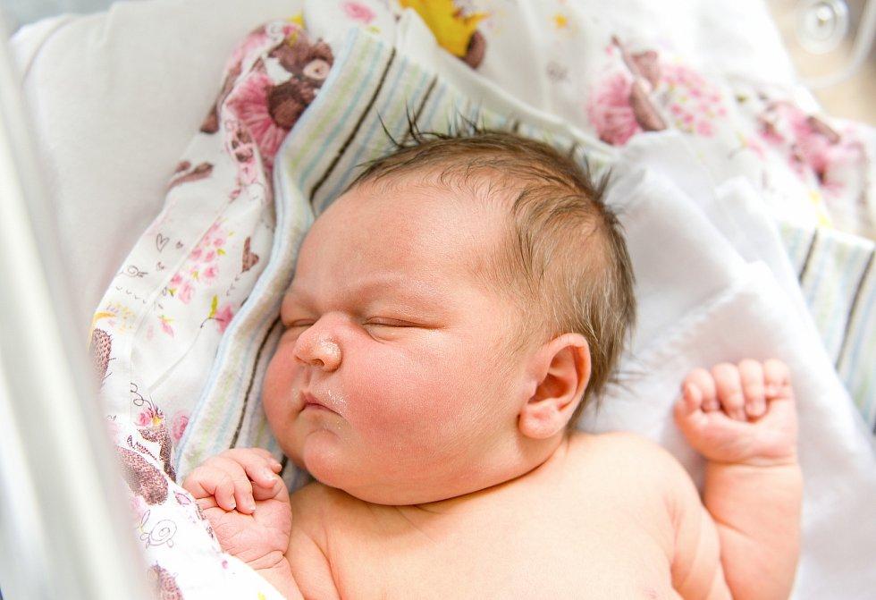 Amálie Černá se narodila v nymburské porodnici 27. dubna 2021 v 17.23 hodin s váhou 4520 g a mírou 51 cm. Na prvorozenou holčičku se v Nymburce těšili maminka Jana a tatínek Pavel.