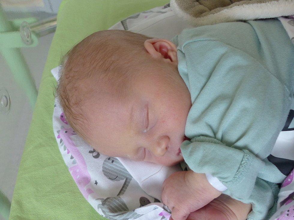 Jenovéfa Ouzká se narodila 20. července 2021 v kolínské porodnici, vážila 3145 g a měřila 49 cm. Do Krakovan  - Božce odjela s maminkou Michaelou a tatínkem Lukášem.