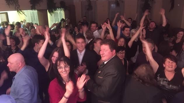 První myslivecký ples nové sezóny pořádal MS Mastník v Arnoštovicích.